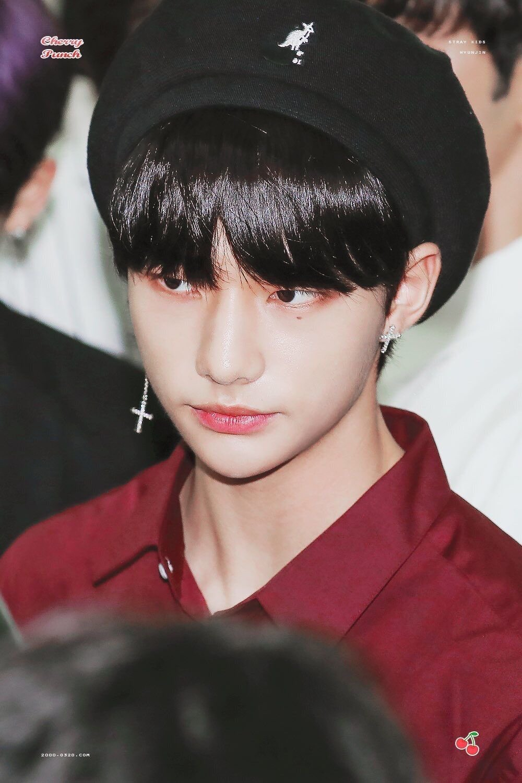 Stray Kids' Hyunjin : King of Handsome Berets  Stray Kids fashion